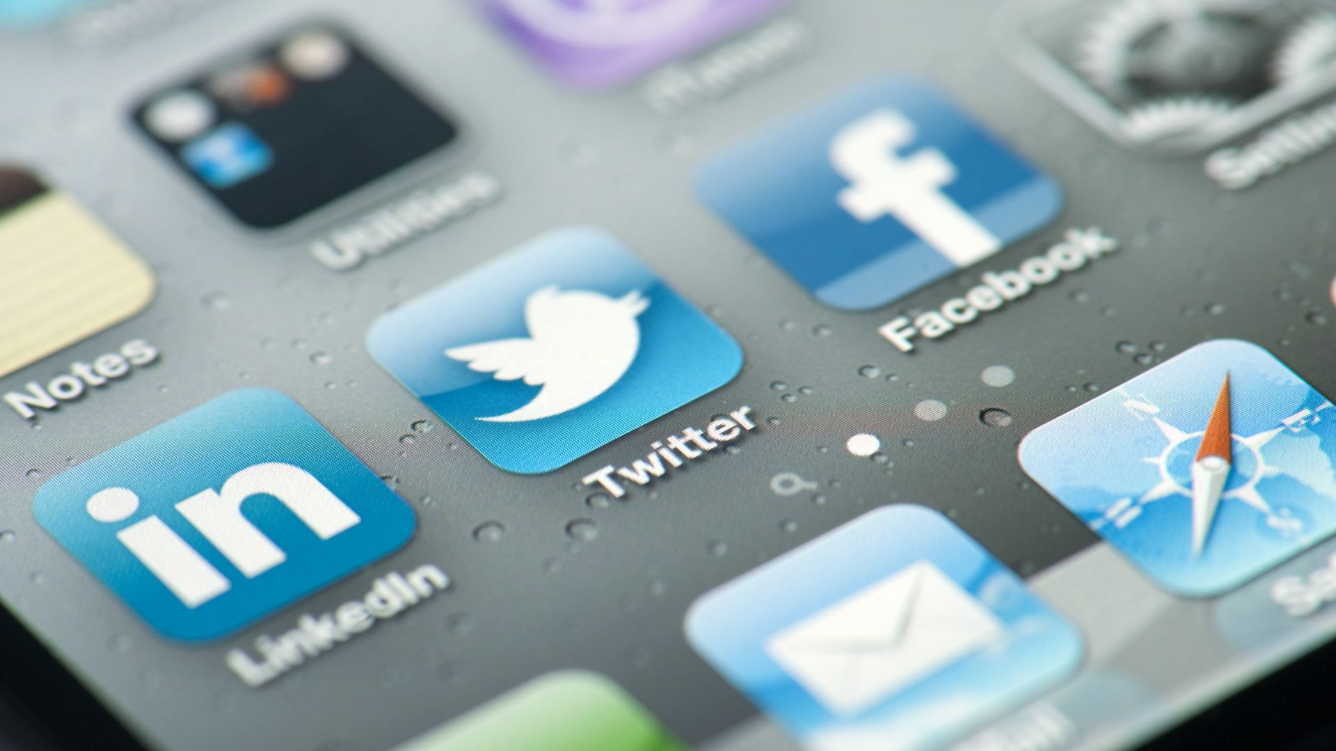 Туитър ще предупреждава и премахва манипулирани снимки и видеа