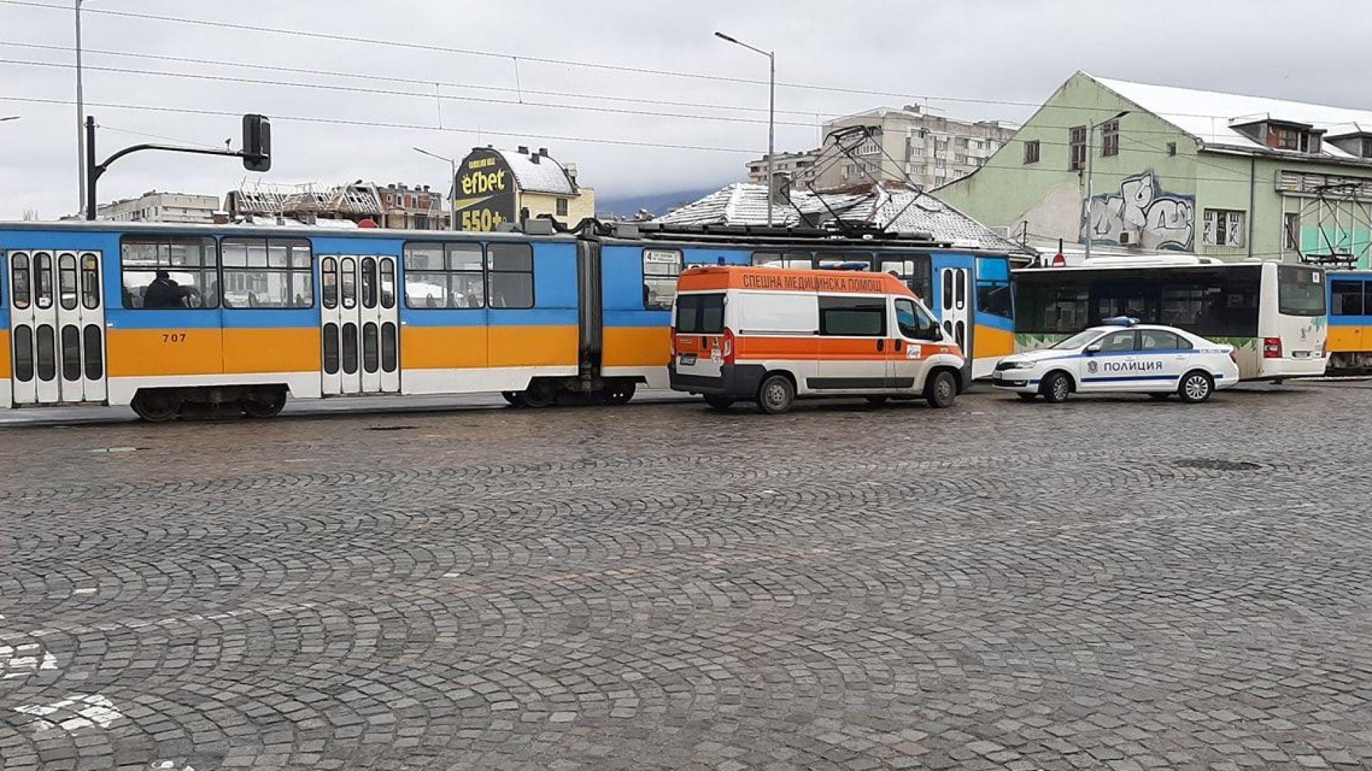 Автобус блъсна пешеходка на голямо столично кръстовище