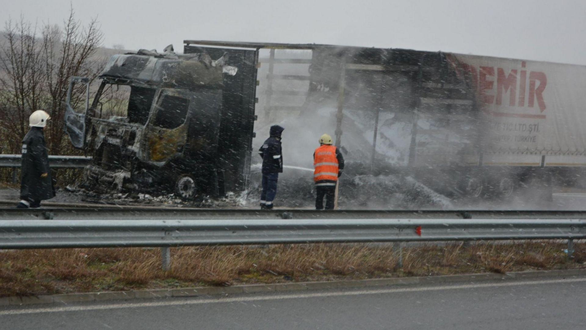 "ТИР изгоря на автомагистрала ""Марица"" (снимки)"