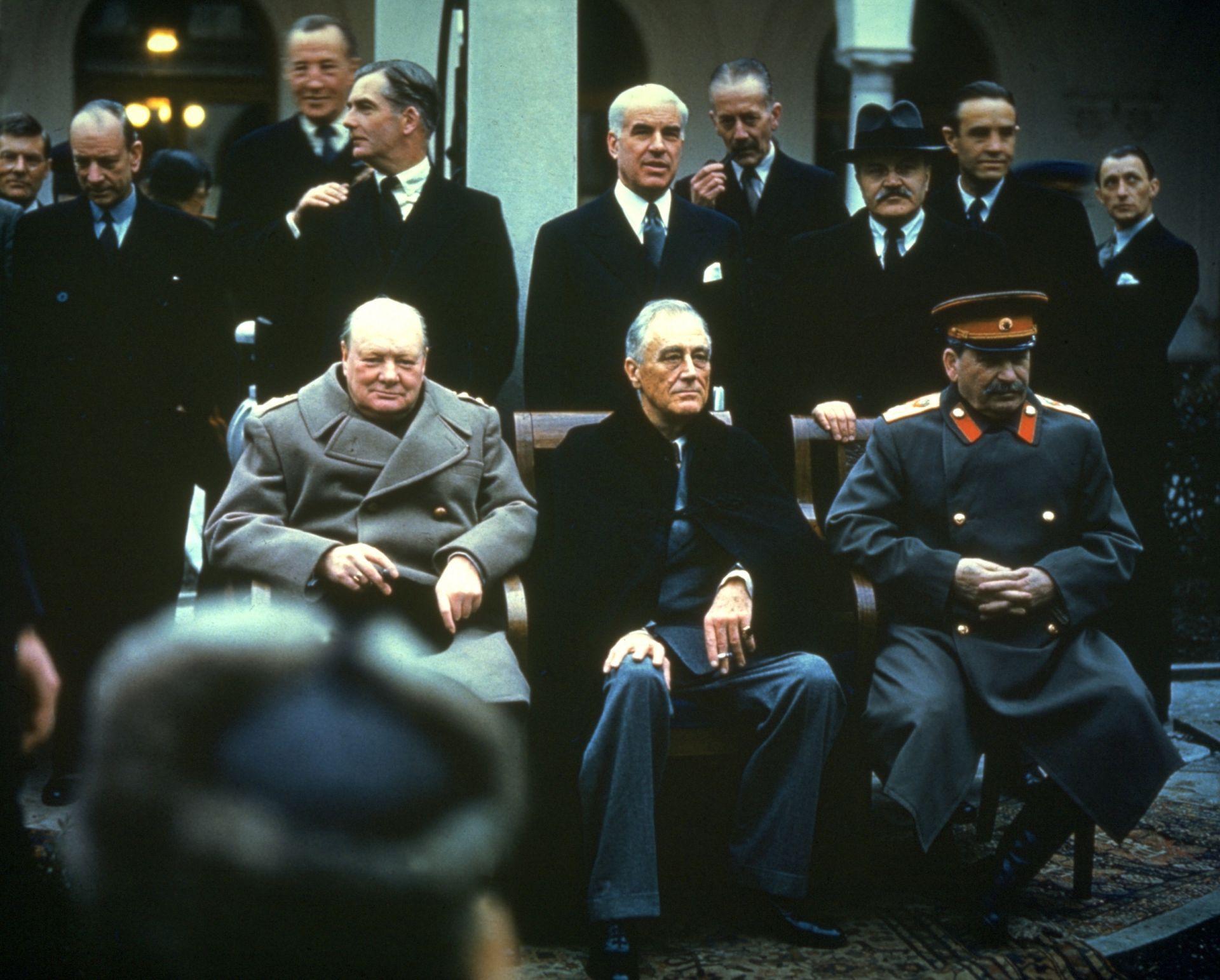 Уинстън Чърчил, Франклин Рузвелт и Йосиф Сталин по време на Ялтенската конференция