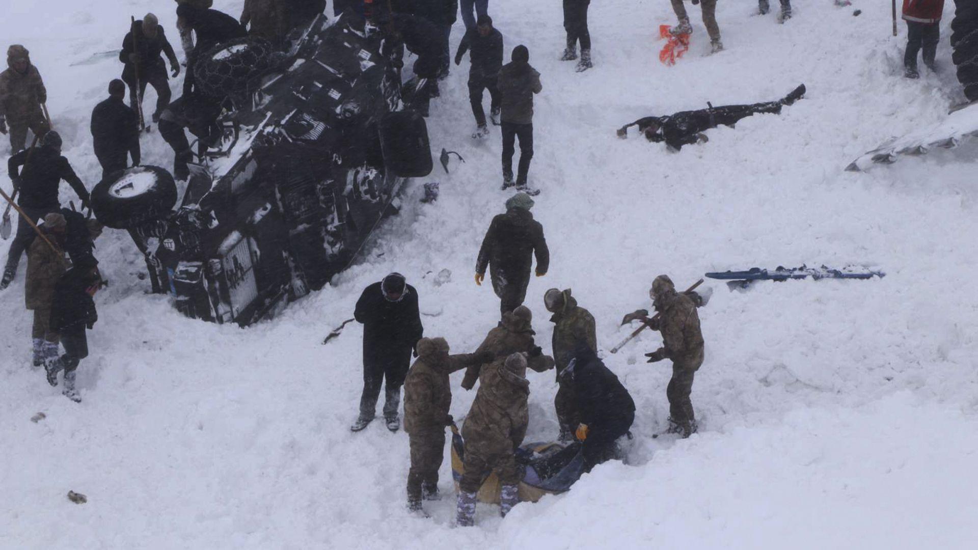 Жертвите на двете лавини в Турция достигнаха 41 души