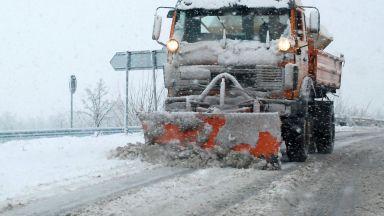 80 машини са обработвали улиците в София срещу заледяване