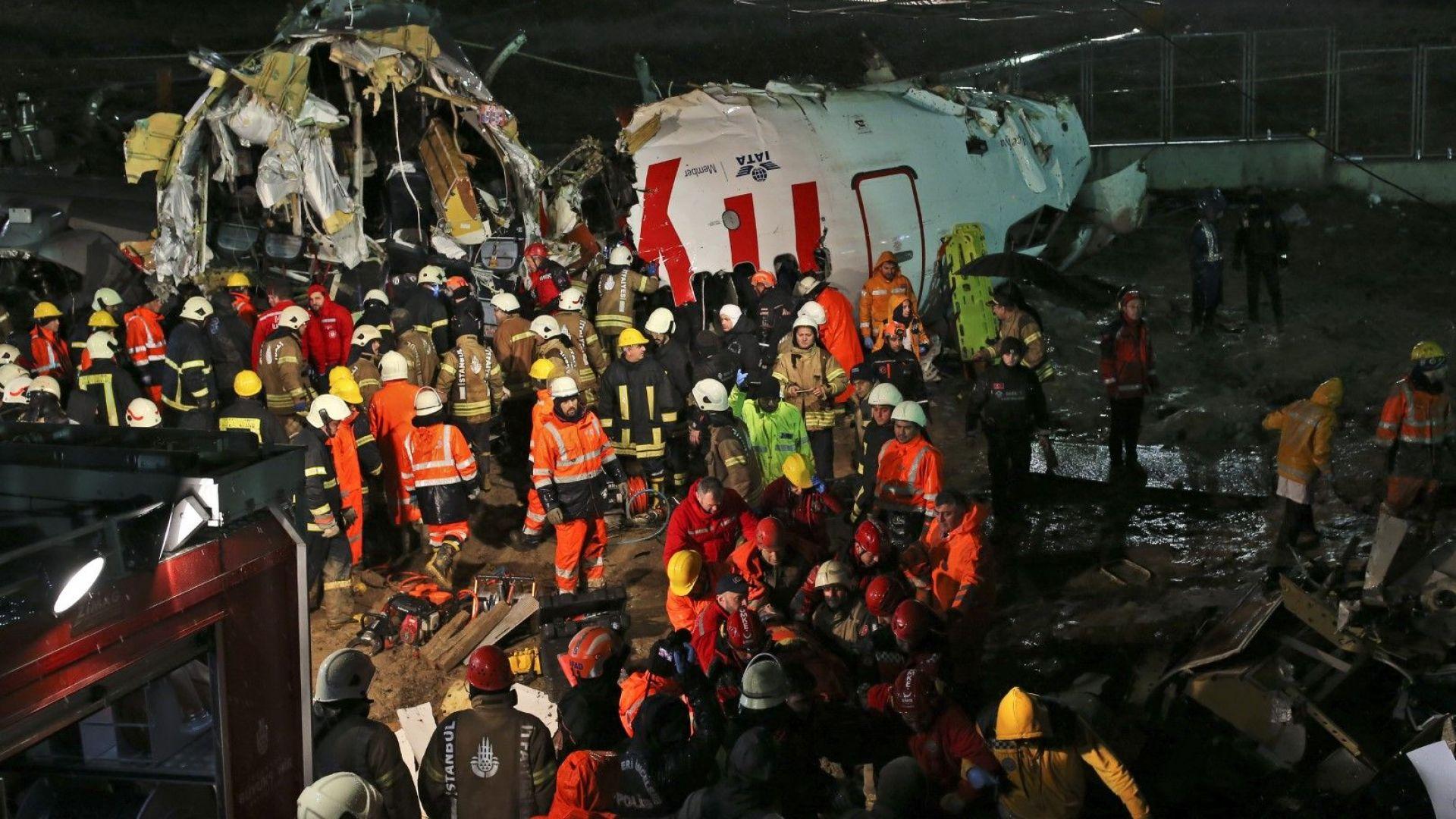 Няма пострадали българи при самолетната катастрофа в Истанбул
