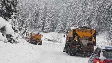 Трети ден туристи са блокирани над Перущица, продължава и издирването на баща и син под връх Ботев