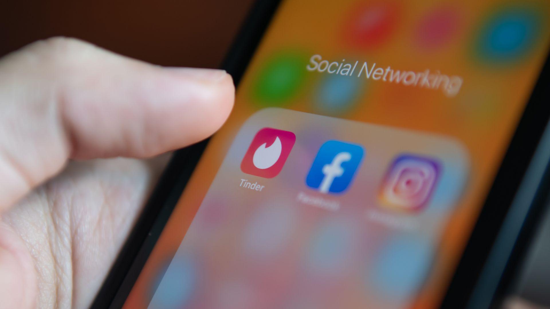 Tinder въвежда нови методи за засичане на измамни профили и насилници