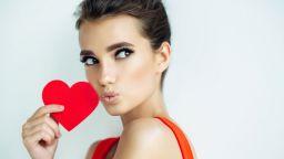За Свети Валентин - малка червена рокля... Елементарно, скъпа!