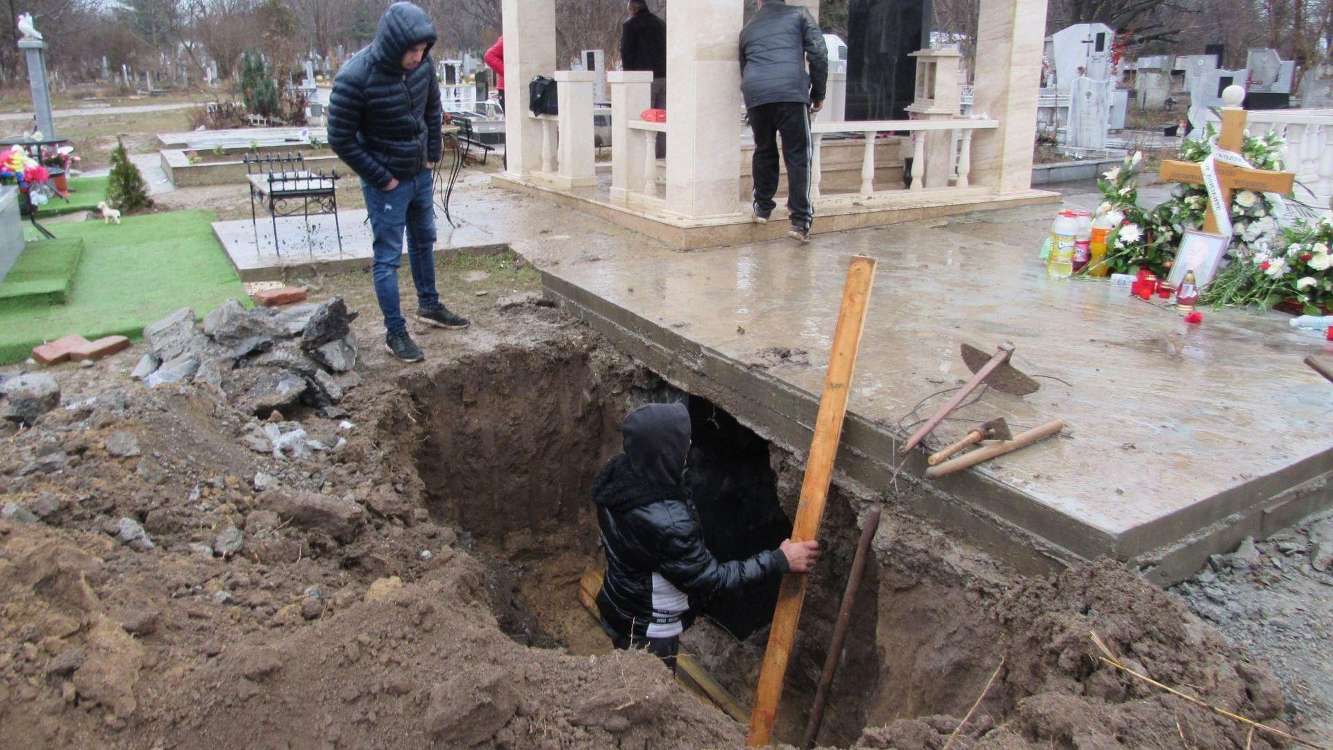 Взривиха гробницата на ромски барон в Русе