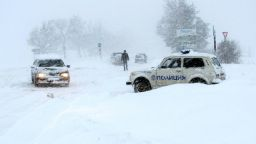 Снежни блокади и 2-метрови преспи в Русенско (снимки)