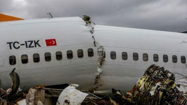 Пътници от сцепения самолет в Турция разказват за преживения ужас