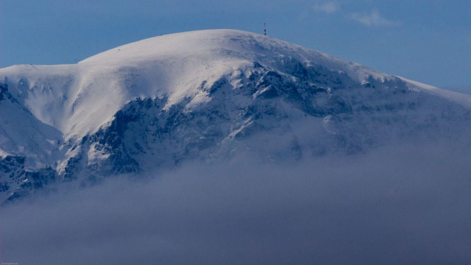 Спасители от 3 града търсят баща и син, изчезнали под връх Ботев