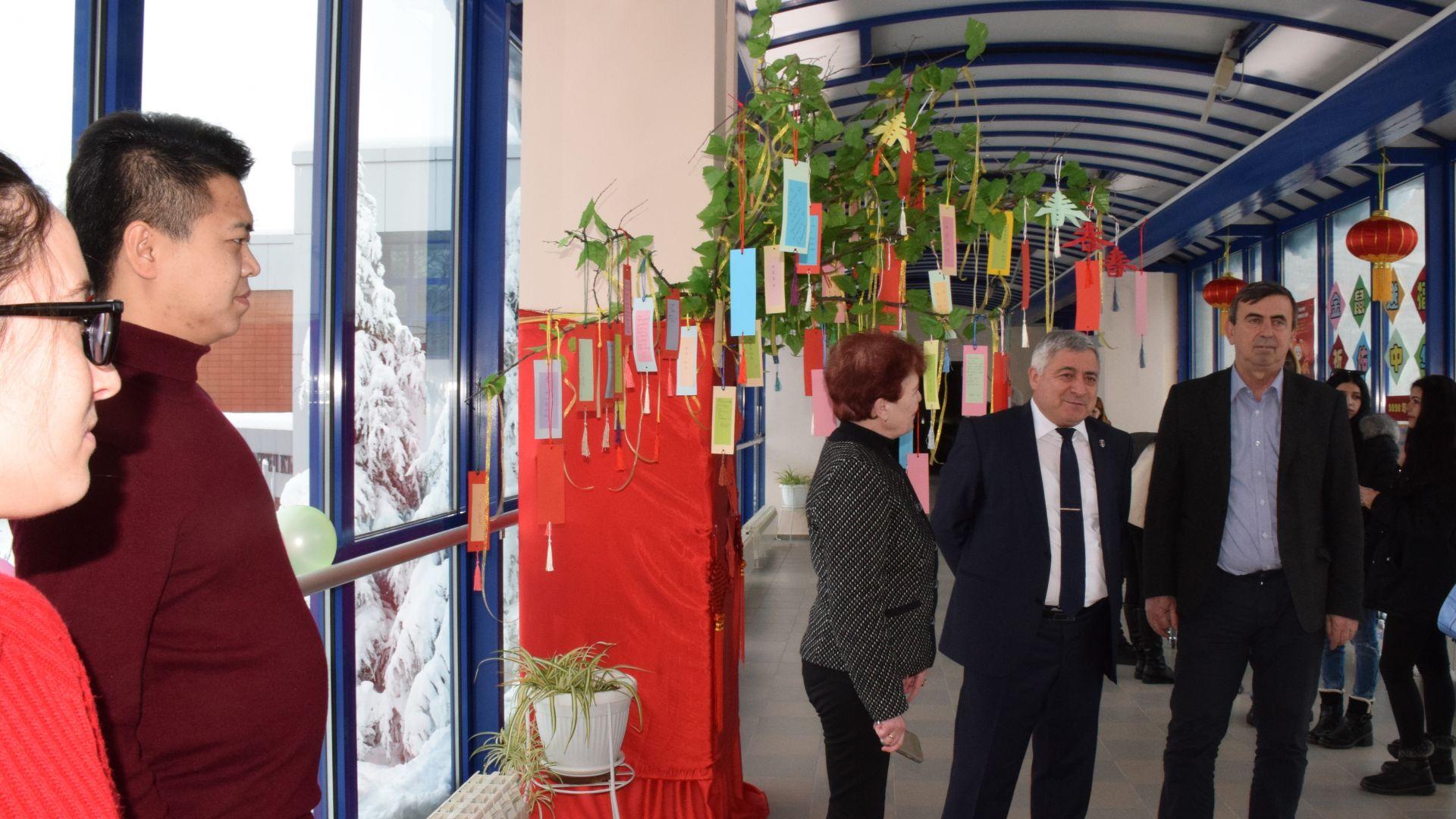 Фестивал на фенерите се състоя днес в Русенския университет. Негов