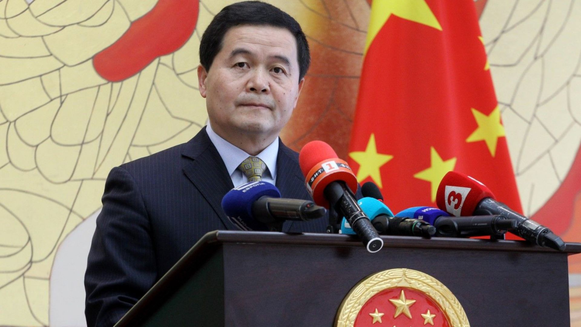 Посланик Дун Сяоцзюн: Излекуваните от коронавирус са повече от починалите