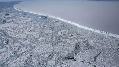 Най-големият айсберг в света навлиза в открития океан