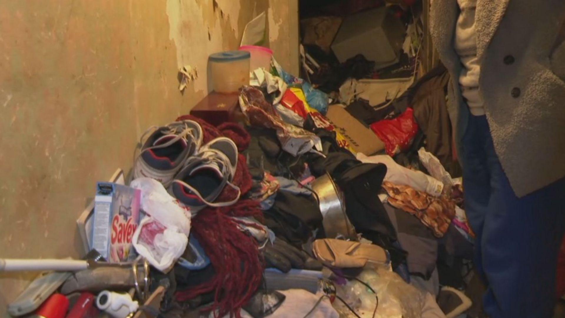 Плъхове и хлебарки плъзнаха в блок заради тонове боклук в жилище