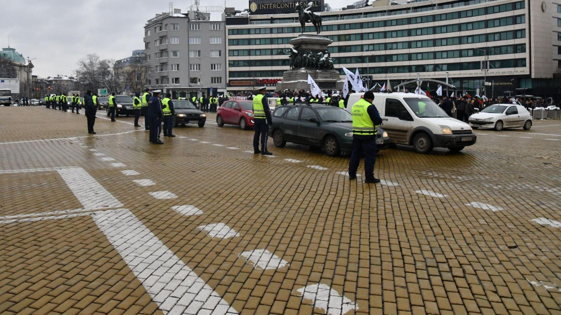 "Протестиращи затвориха за час ""Орлов мост"" в София"