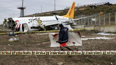 Поредица от грешки довели до разцепването на самолета в Истанбул