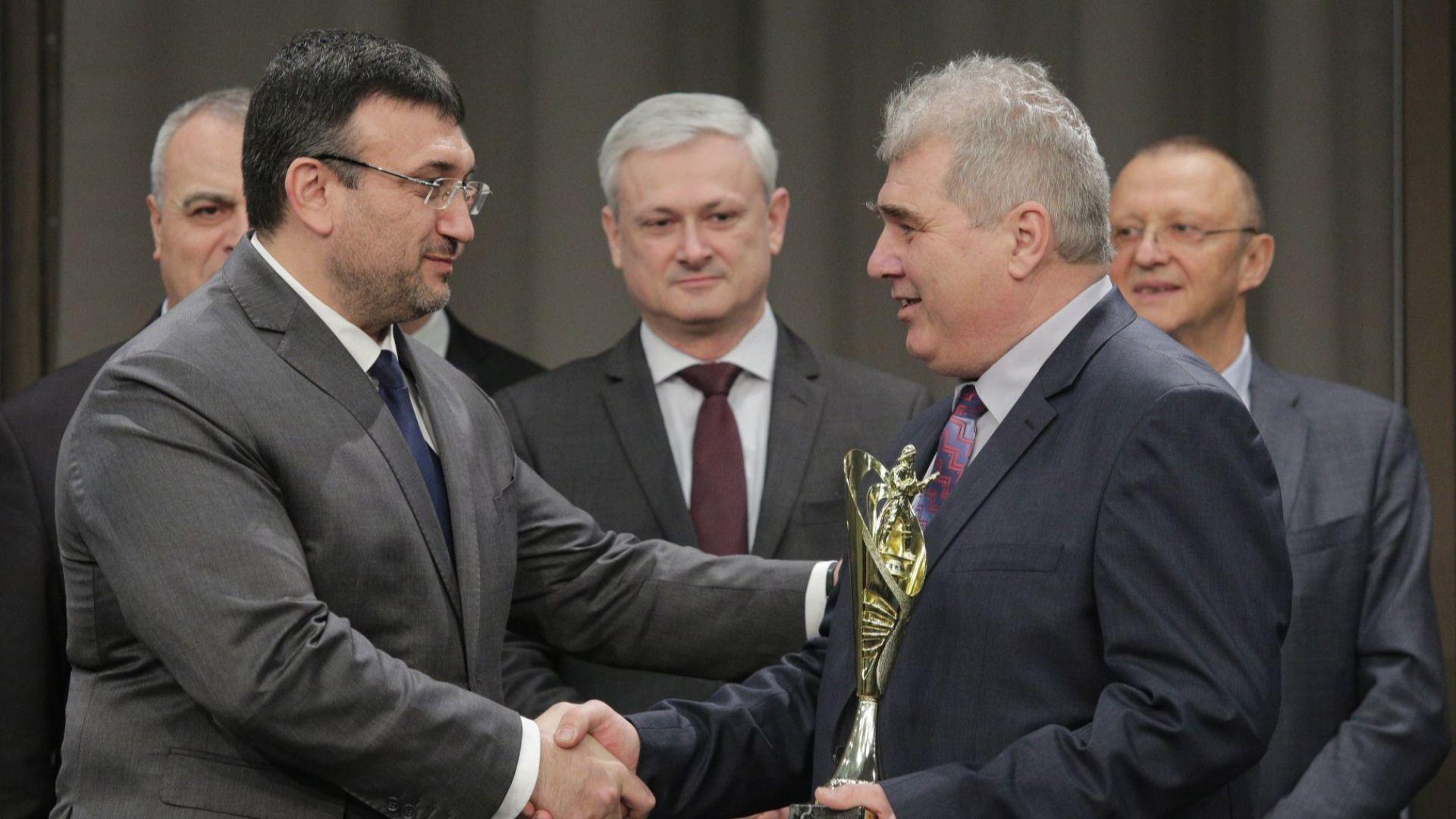 """13 огнеборци и спасители са с отличия от конкурса """"Пожарникар на годината"""""""