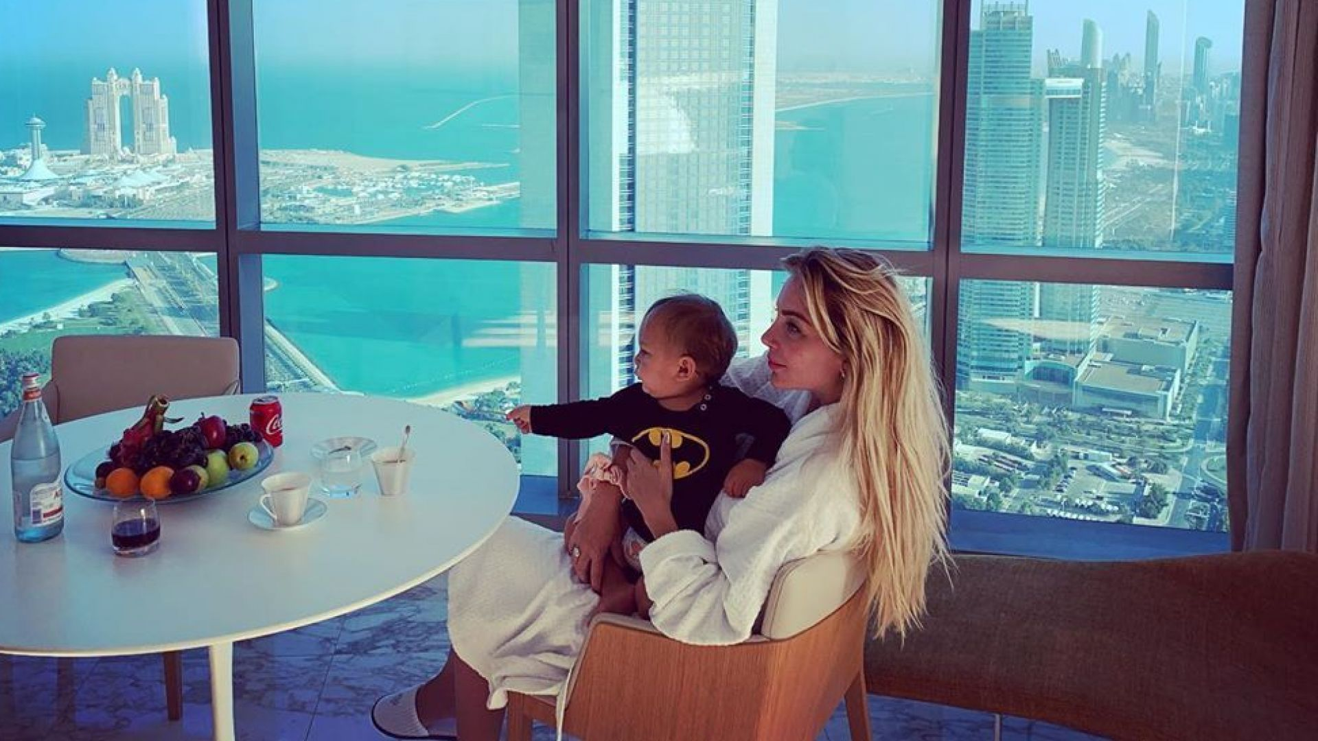 Антония Петрова заведе сина си в Абу Даби и Дубай за рождения му ден