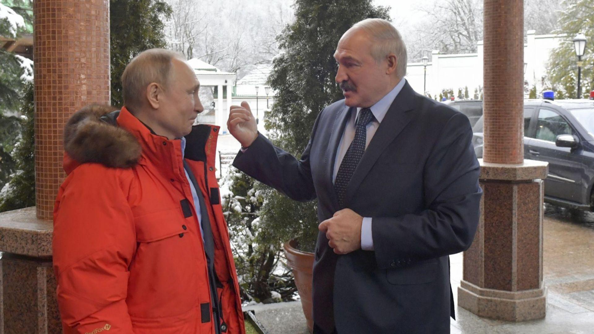 Путин и Лукашенко не се споразумяха по петролния спор, но играха хокей (снимки)