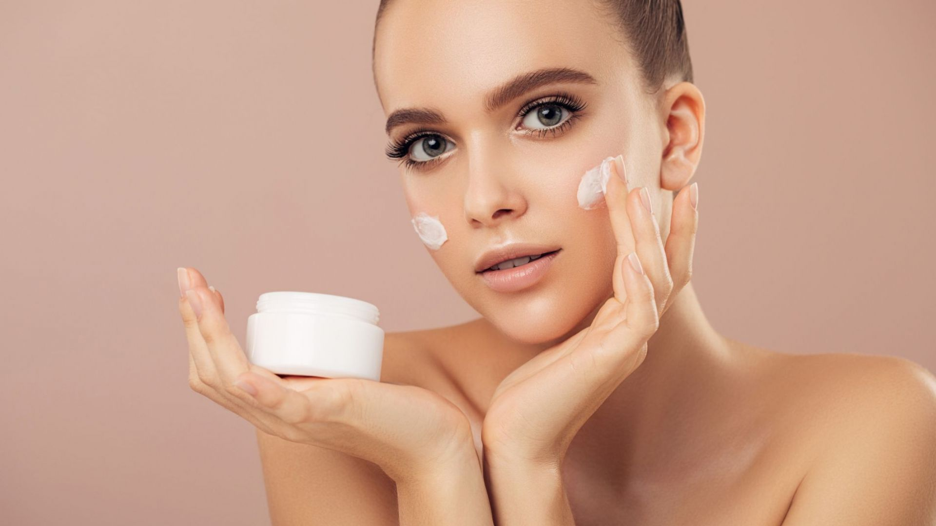 Как да разберем докога е годна козметиката