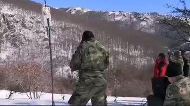 Военните показаха кадри от издирването на бащата и сина в Балкана (видео)