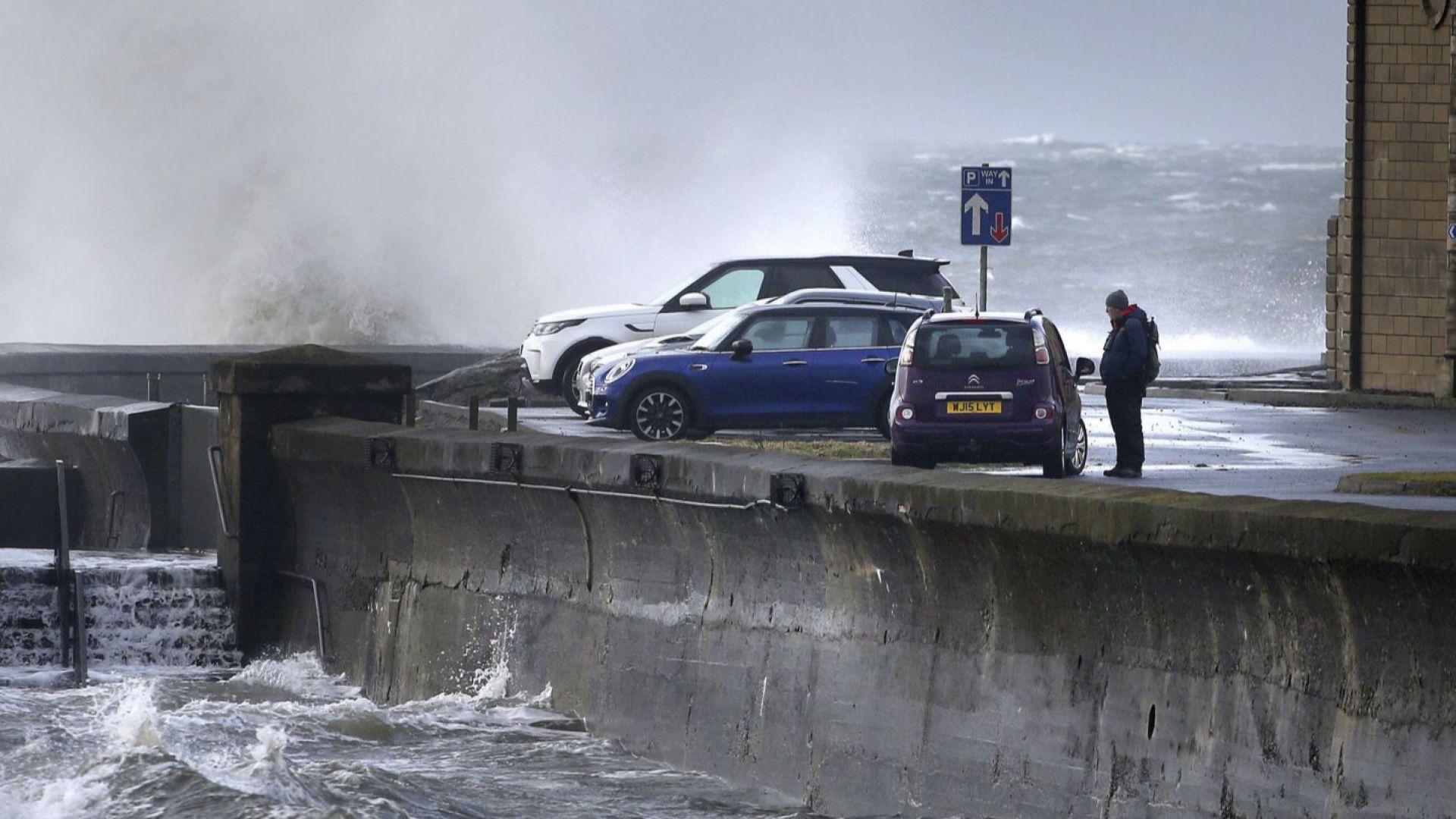 Силна буря вилнее в половин Европа (снимки и видео)