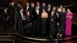 """Филмът """"Паразит"""" триумфира на """"Оскар""""-ите с 4 отличия"""