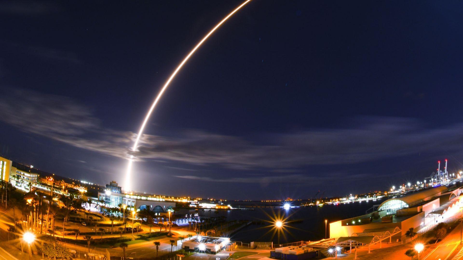 """Космическата сонда """"Солар орбитър"""" беше изстреляна от Кейп Канаверал"""