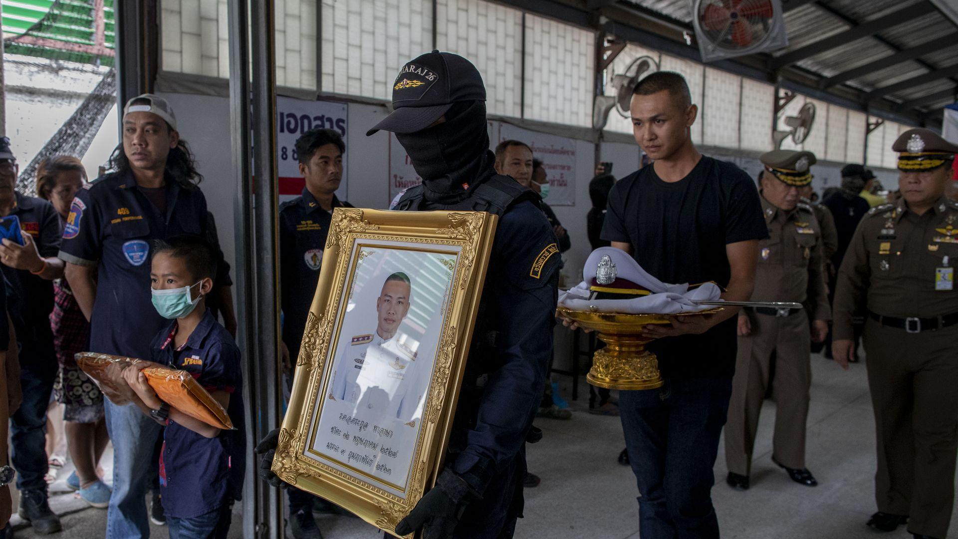 Провалена сделка за имот вбесила военния, избил десетки в тайландски мол