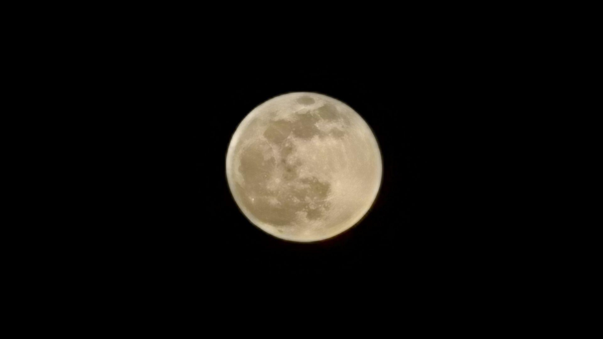 Луната, снимана с Huawei Mate 30 Pro