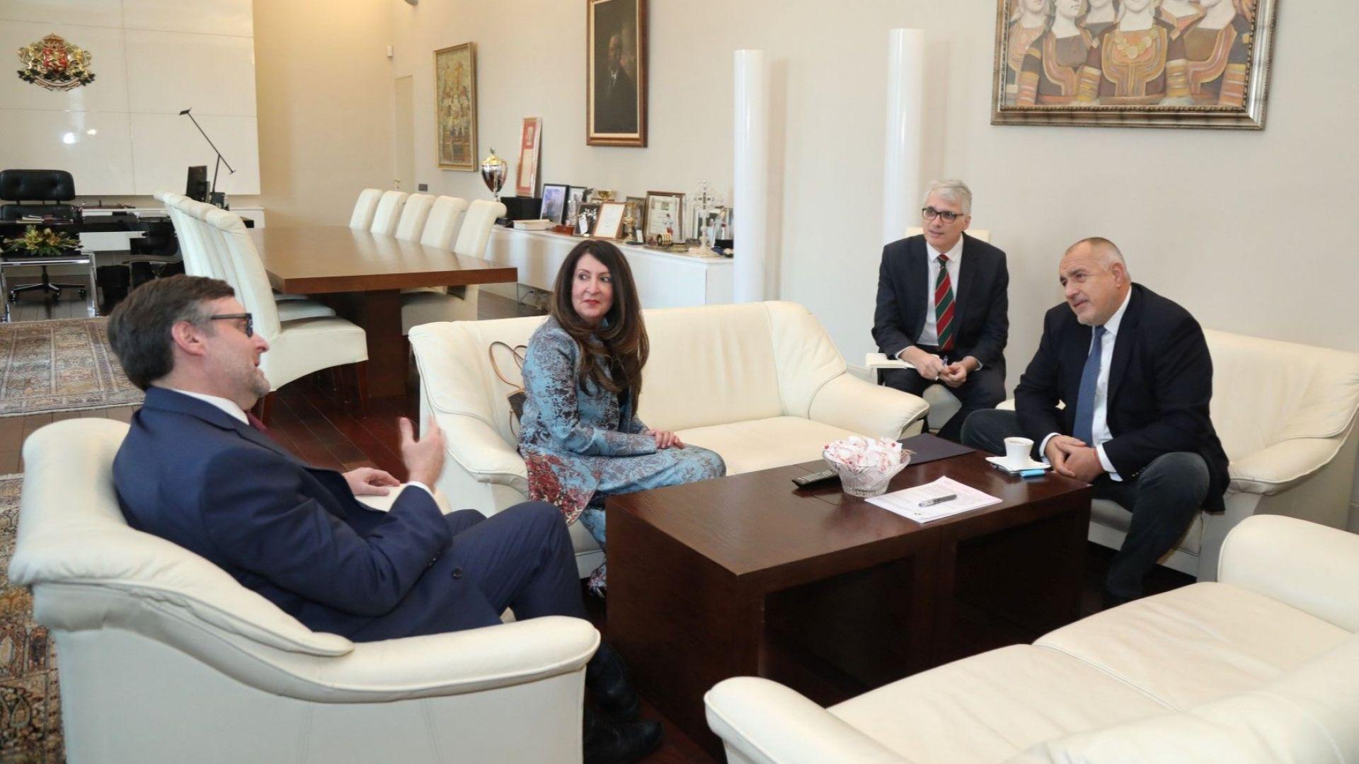 На срещата присъства и американския посланик в България Херо Мустафа