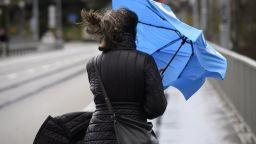 Облачно, ветровито и студено утре, до минус 5 в неделя сутрин