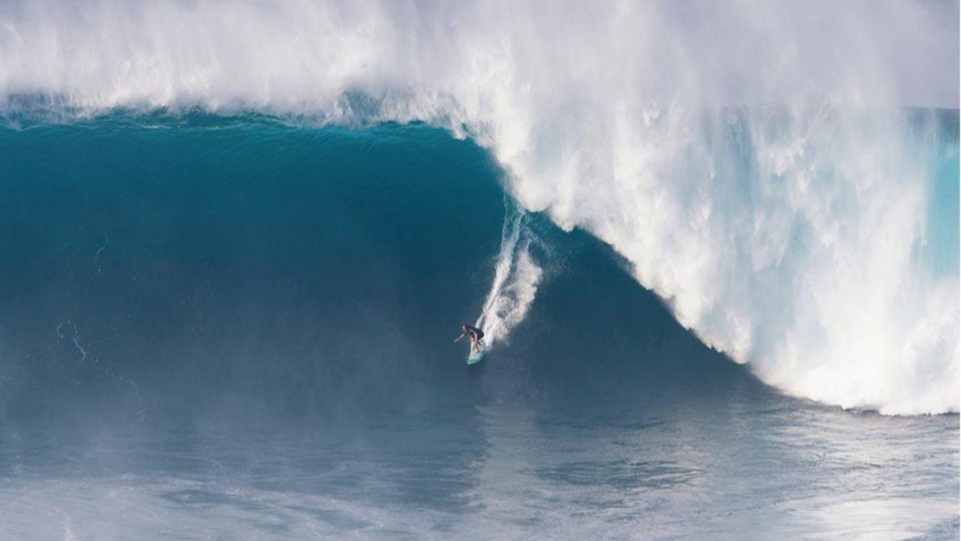 Спасиха с джет известен сърфист след сблъсък с опасни вълни,  в тежко състояние е (видео)