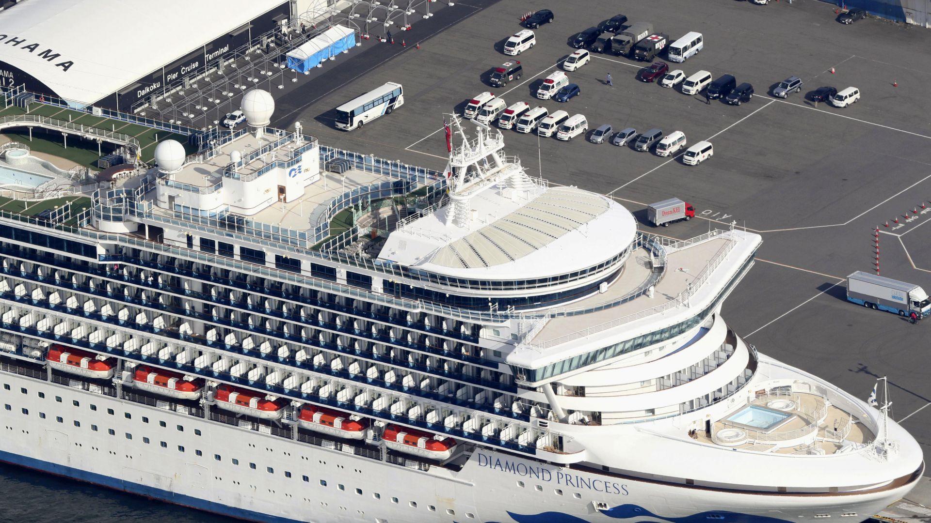 """Нови 39 души заразени с коронавирус на японския круизен кораб """"Даймънд принсес"""""""
