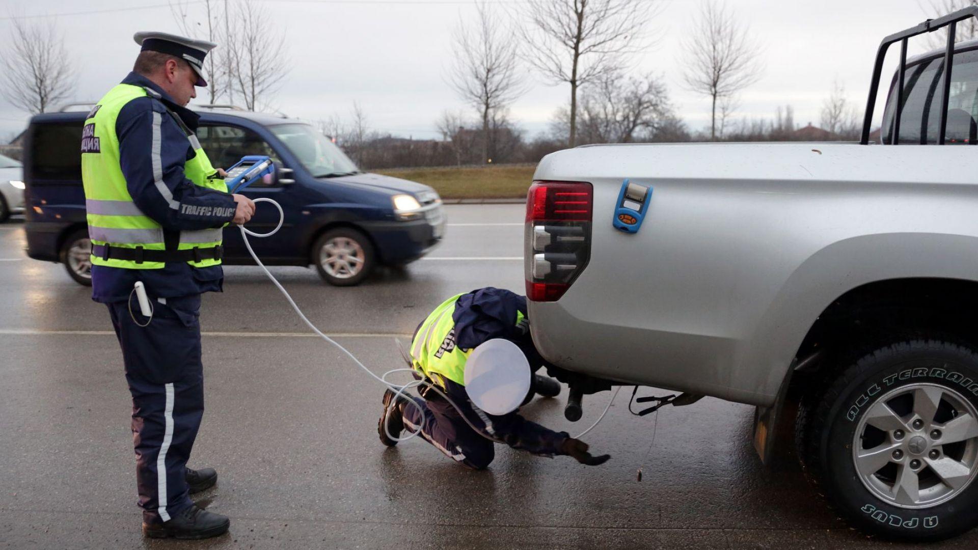 Започнаха проверки за замърсяващи автомобили в София,  ще спират най-опасните (снимки)