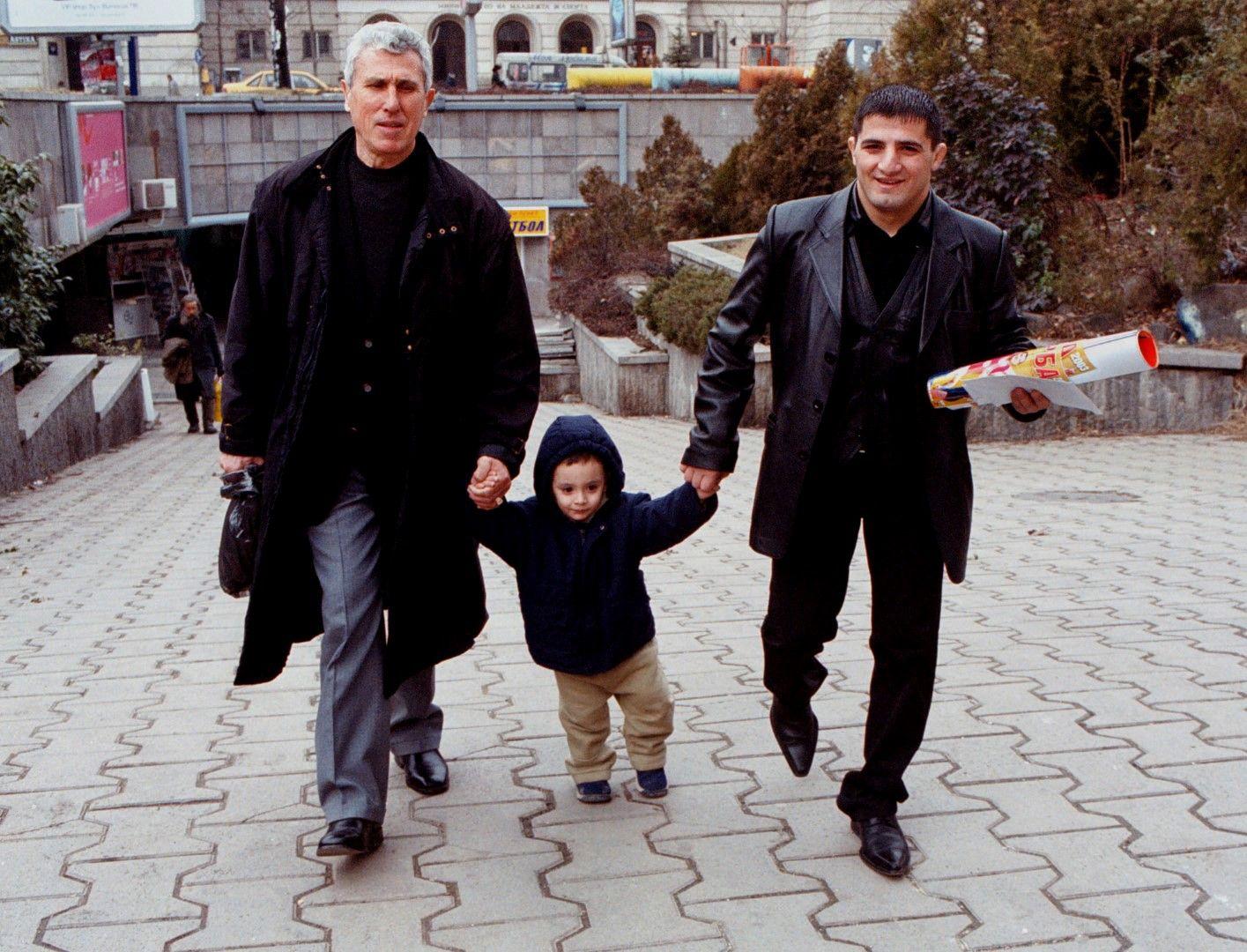 Февруари, 2004 г. - Двегодишният бъдещ шампион, воден от олимпийския такъв и негов баща - Армен, по улиците на София