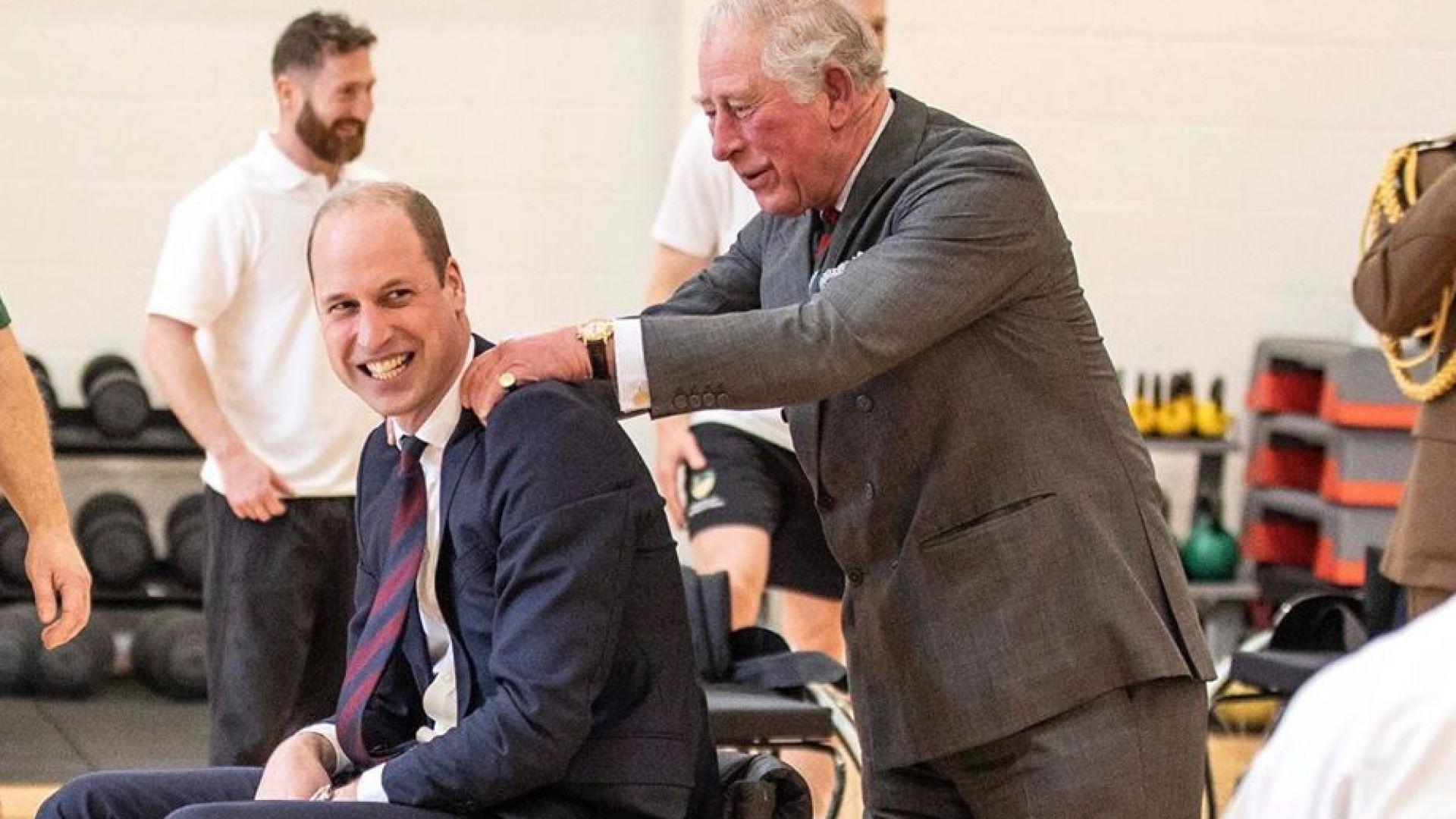 Принц Уилям играе баскетбол в инвалидна количка