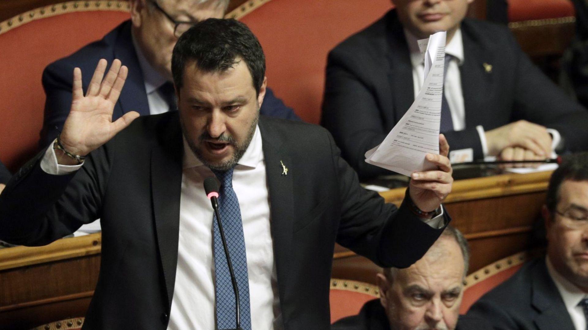 Салвини отива на съд заради блокираните на кораб мигранти