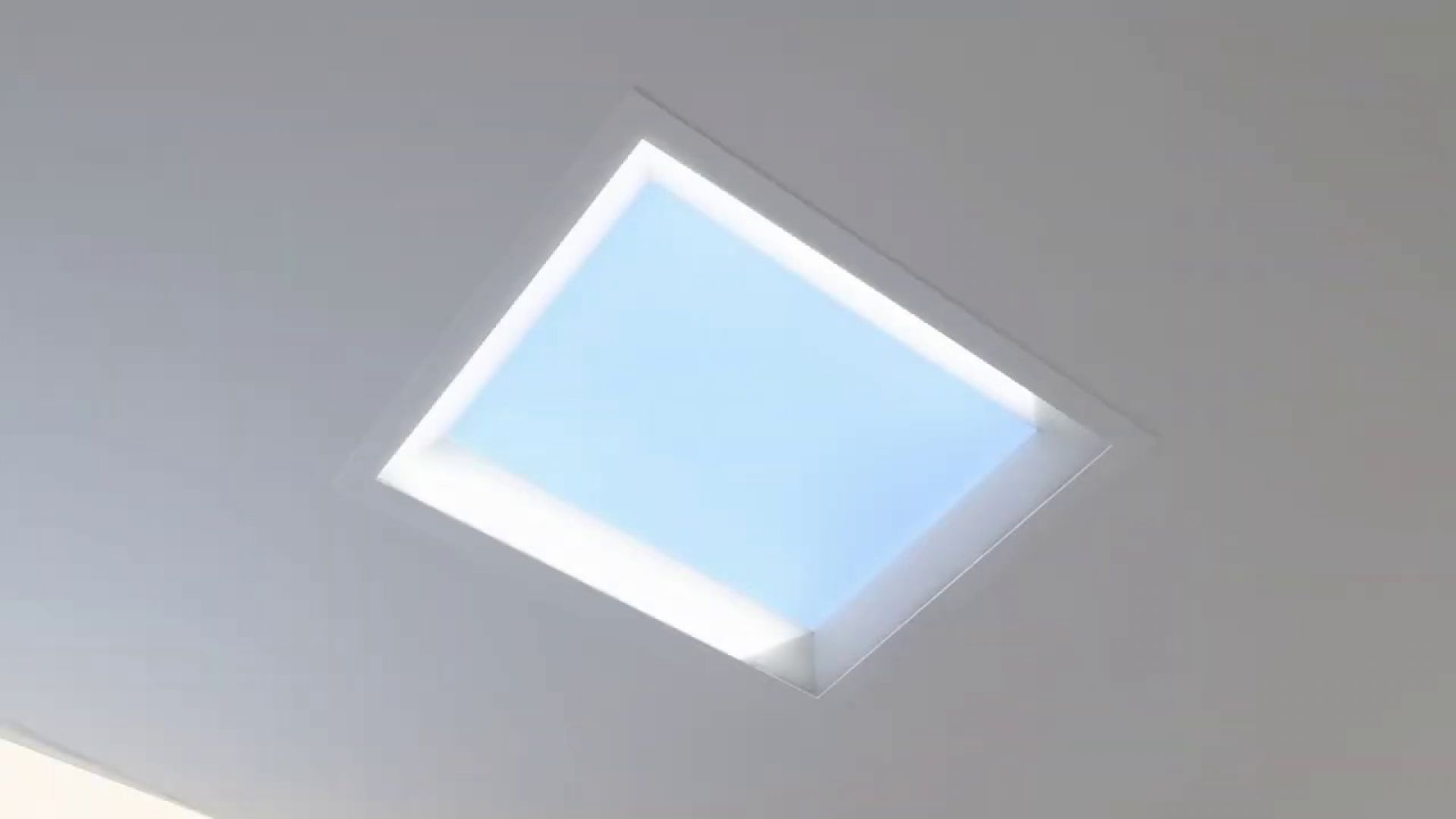 Япония бори депресията в офиса с изкуствени LED прозорци