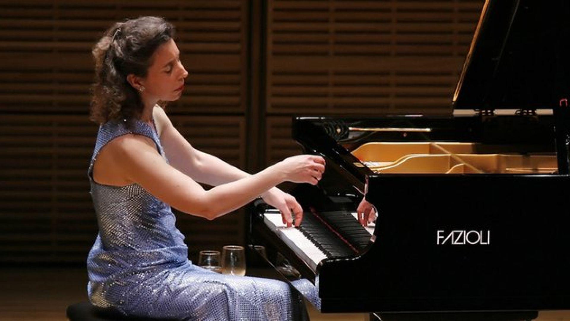 Германски хамали потрошиха уникалния роял на канадска виртуозна пианистка