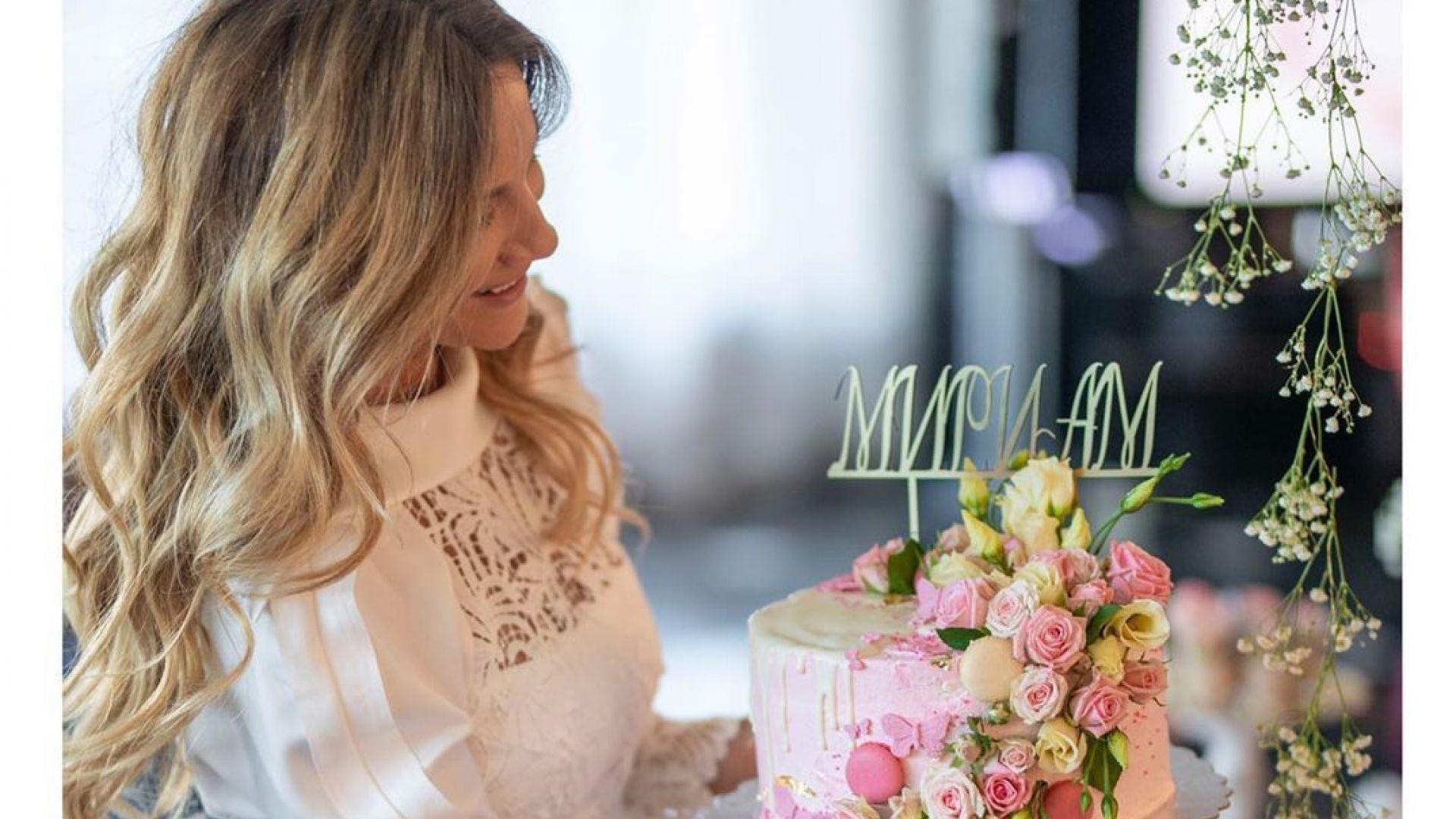 Зейнеб празнува рожден ден с торта с името на дъщеря си, а Гала с букет от Стефан