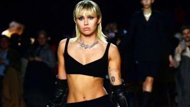 Изненада: Майли Сайръс дефилира на Седмицата на модата в Ню Йорк