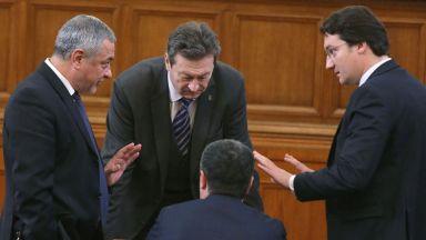 """Насред скандирания """"Мафия"""" Валери Симеонов оттегли искането си ВЕЦ в защитени територии да останат"""