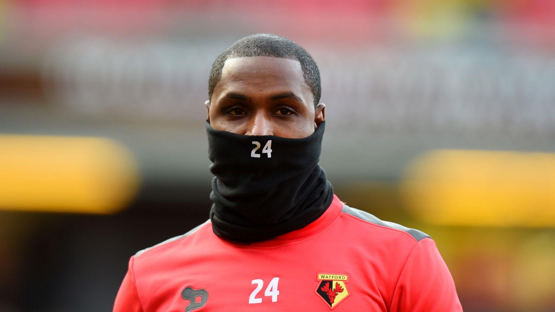 Абсурдна ситуация - Юнайтед изолира новия нападател от Китай в зала за таекуондо