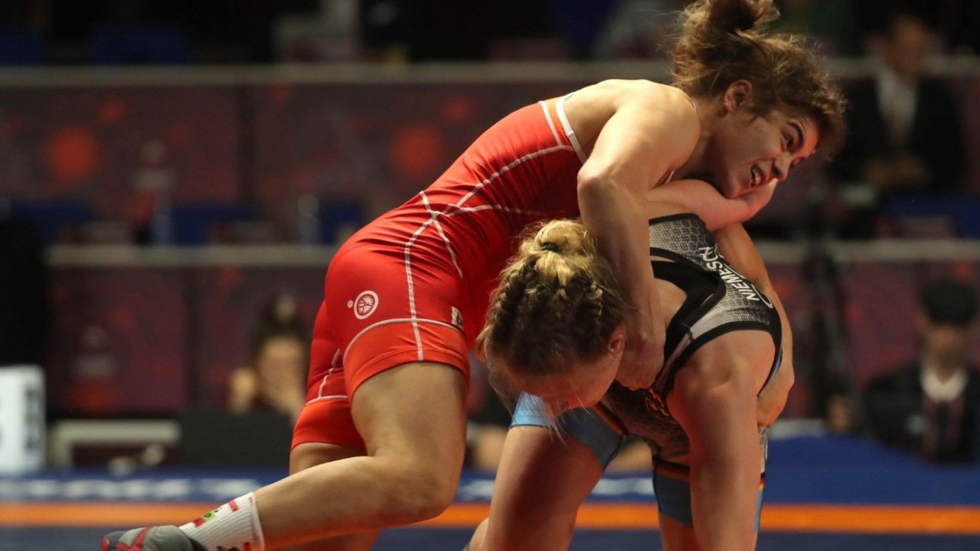 Още две българки на крачка от медалите на Европейското по борба
