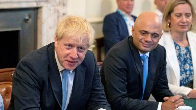 Защо си тръгна министърът на финансите на Великобритания