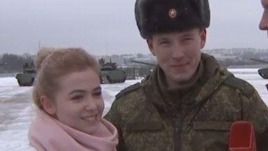 """Руска невеста каза """"да"""" сред сърце от 16 танка (видео)"""