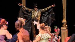 """Ексцентричният Принц Орловскини кани на """"Прилепът"""" в Музикалния театър"""