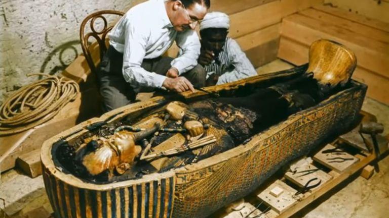 Британският Индиана Джоунс, който отвори саркофага на Тутанкамон, но проклятието не го застигна (архивни снимки)
