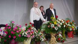 Ерик-Еманюел Шмит и Мариус Донкин празнуваха в Народния театър (СНИМКИ)